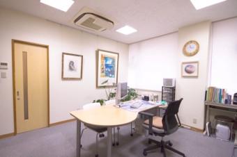 診察室の絵画。季節により入れ替わります。