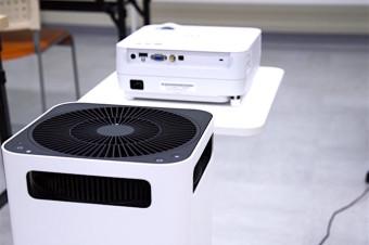 プロジェクターと空気清浄機