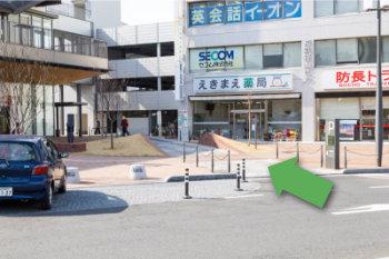 駅西駐車場入り口